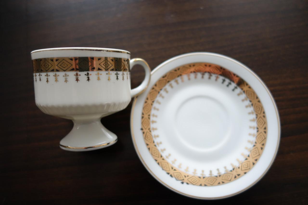 Prachtige vintage sierkop & schotel, puntgaaf mooi gedecoreerde goudrand